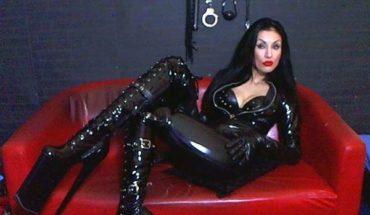 Live dominatrix
