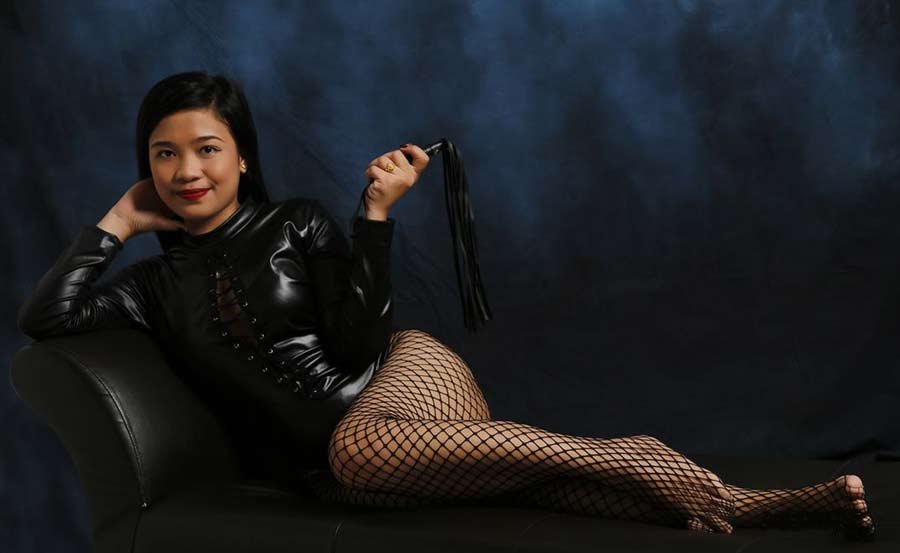 Young foot Dominatrix from Asia