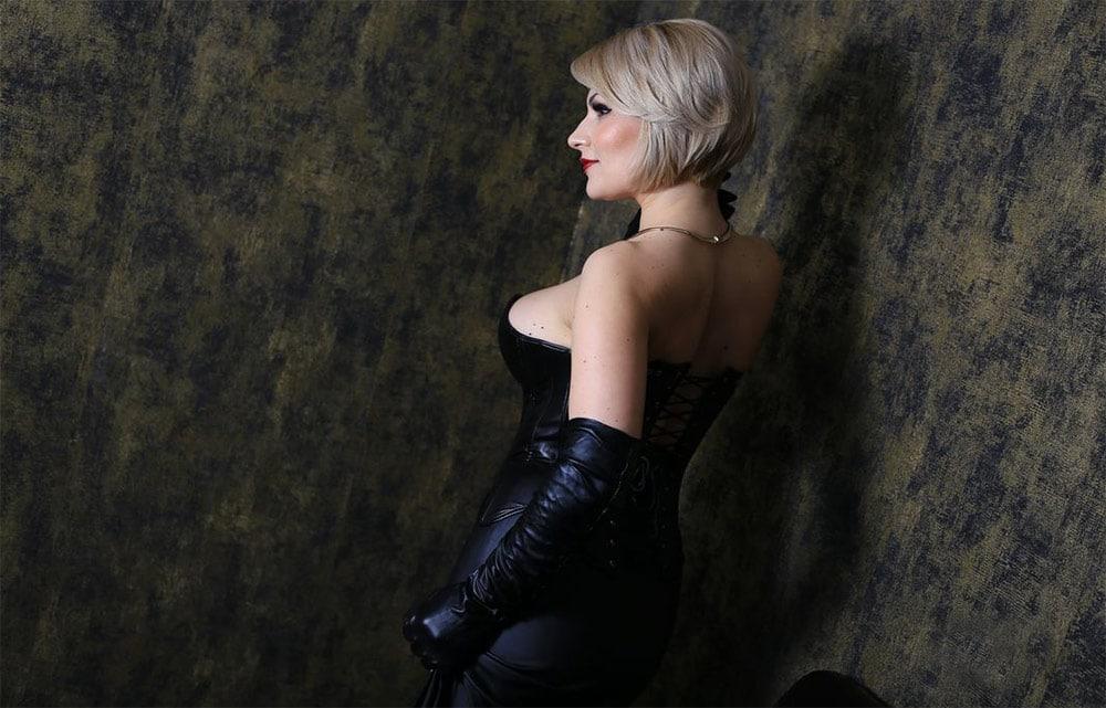 blonde webcam girl