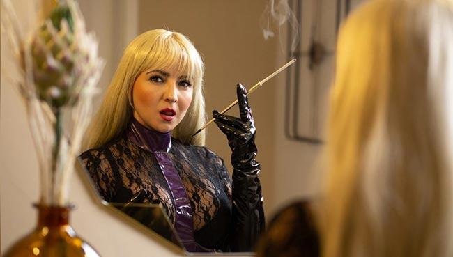 Smoking MILF live