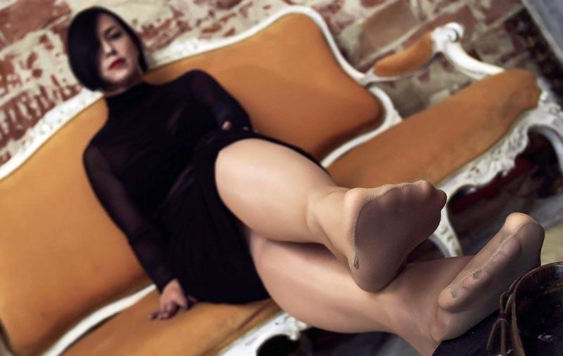 sexy feet in tan nylons